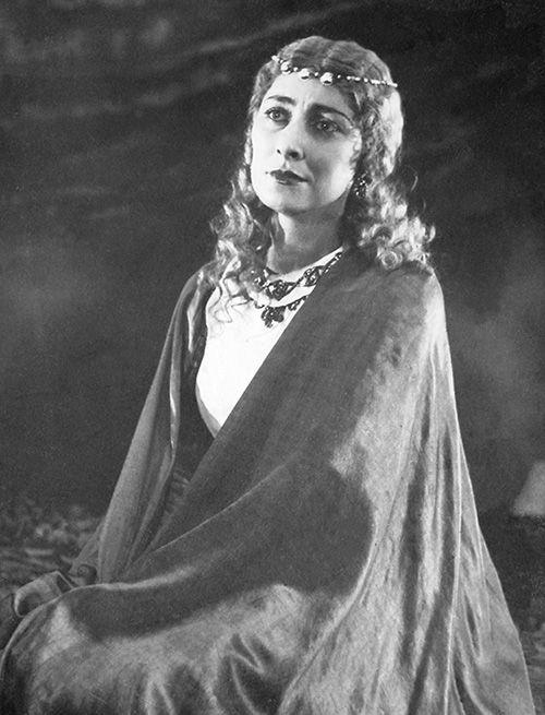 Цецилия Джатиева в роли Корделии в спектакле «Король Лир»